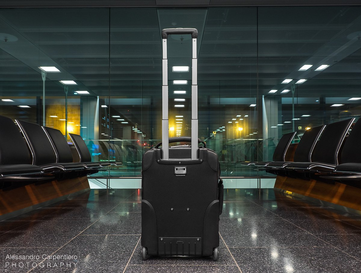 think-tank-airport-international-handle-extended