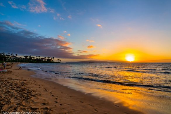 Kaanapali beach is one of the best places where to look the sunset from in Maui. Beach, Hotels, ocean, sand and water are the setting where you can just relax and enjoy the view.