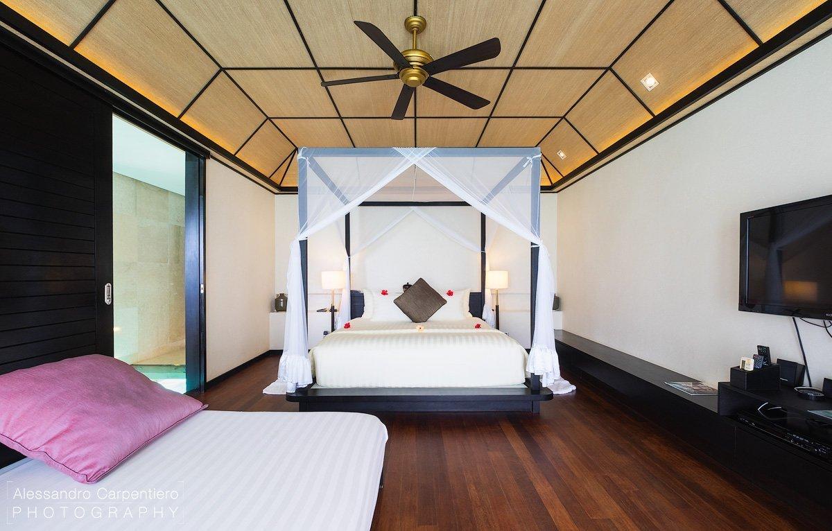 camera da letto della Deluxe Water Villa lily beach
