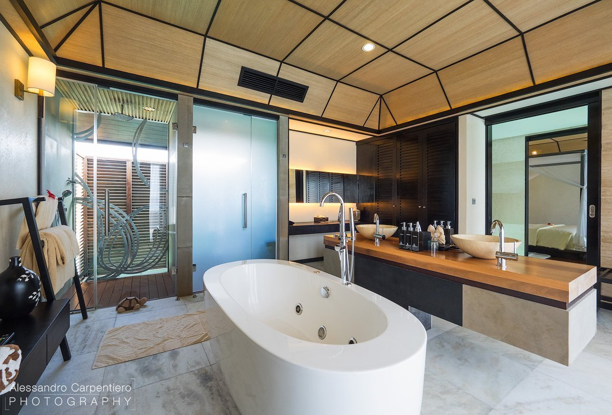 bagno delle deluxe water villa a lily beach maldive