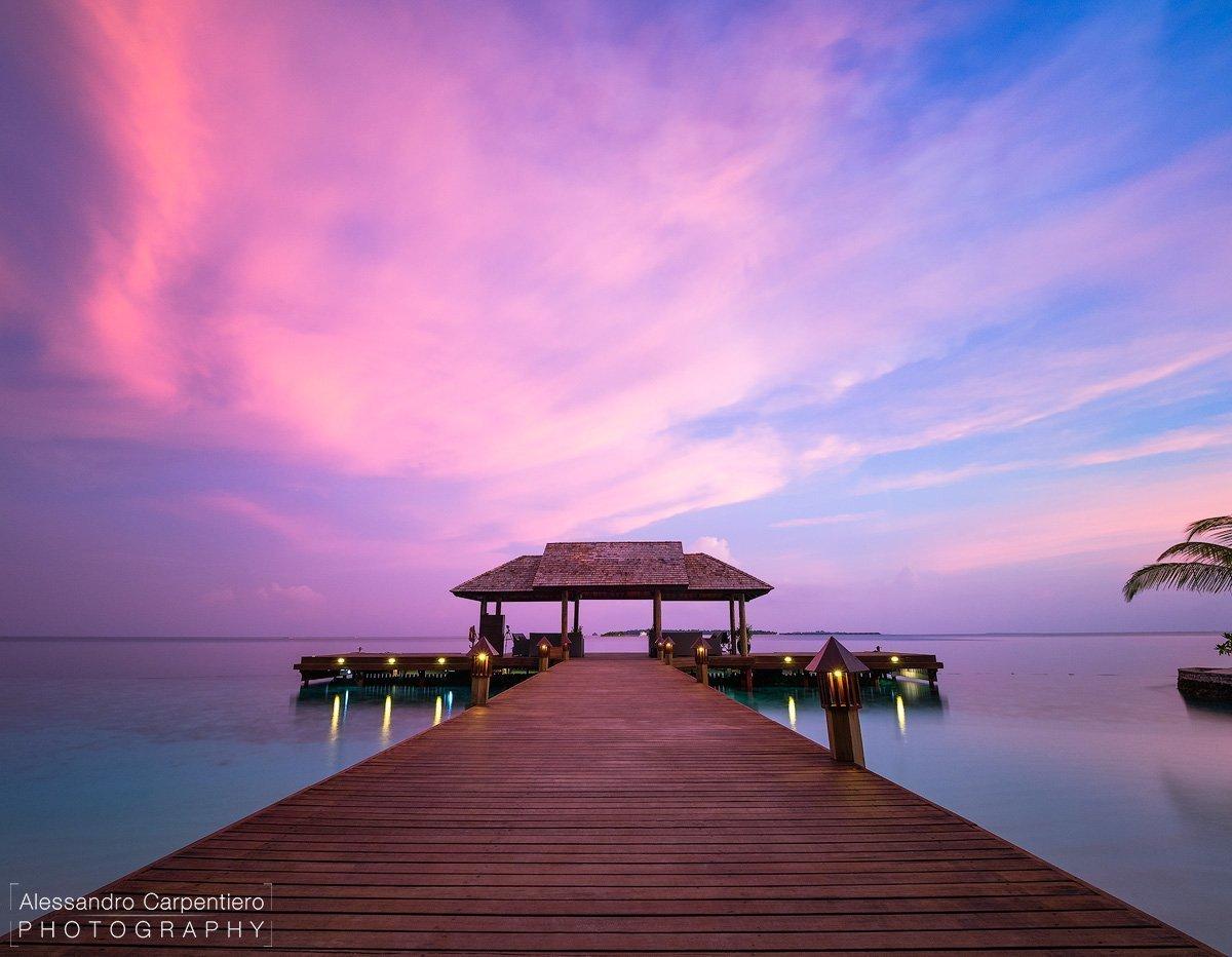 tramonto al molo di Lily Beach Maldive