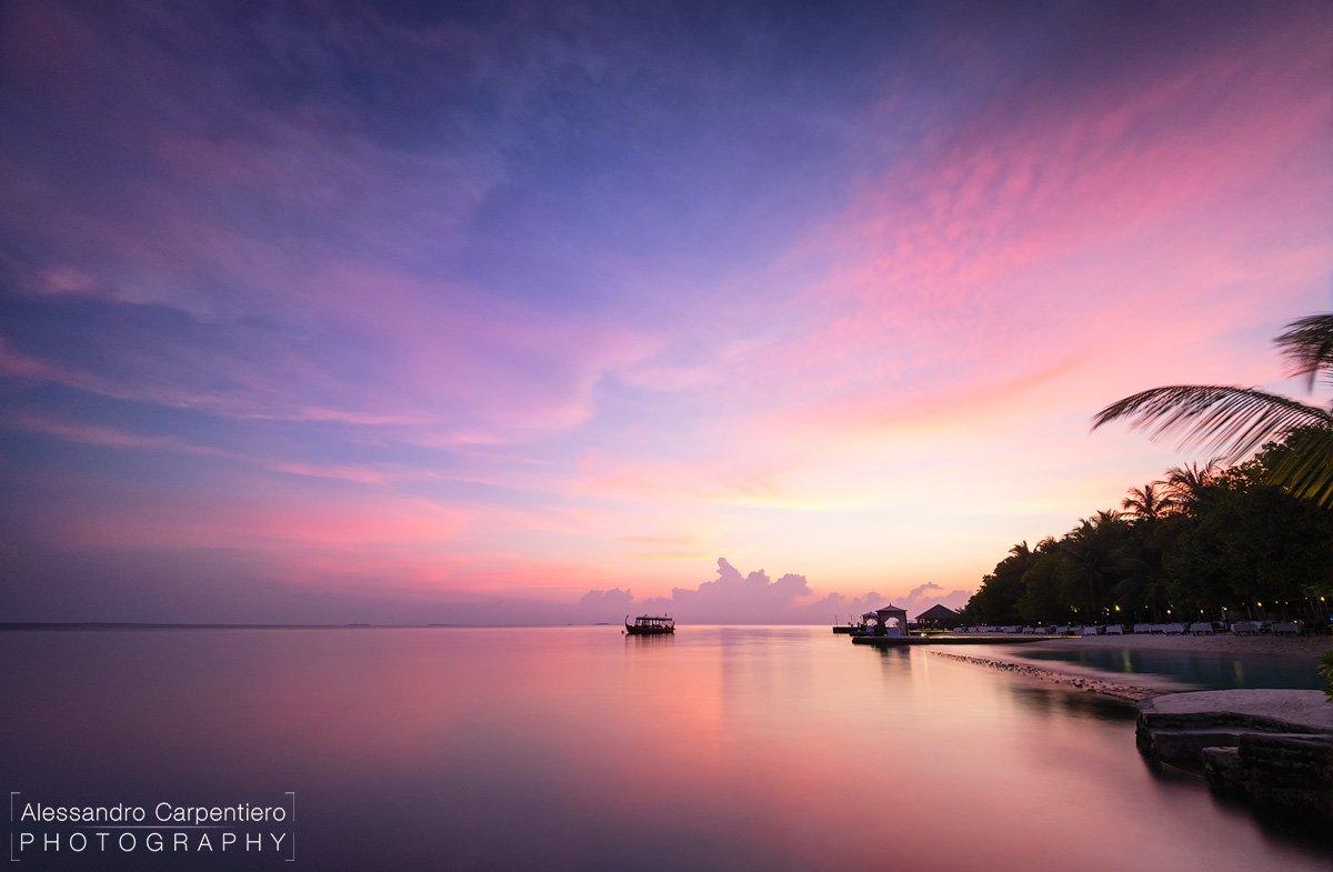 tramonto dal molo di lily beach maldive