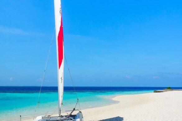 barca a vela alle maldive