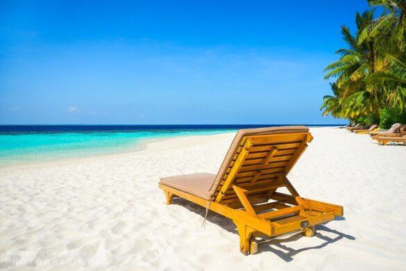 lettino alla spiaggia di Lily Beach Maldive