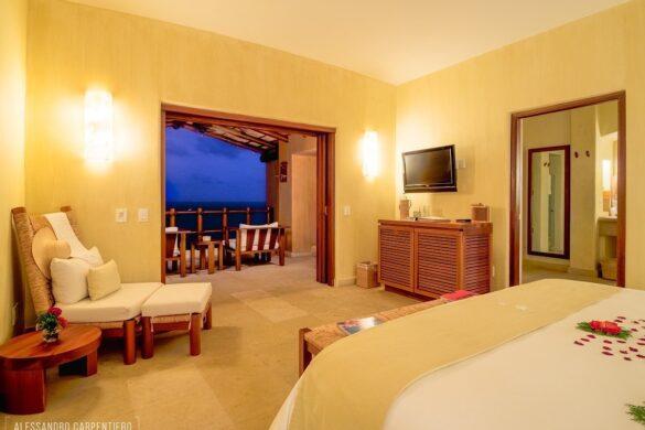 camera da letto di lusso con vista sull'oceano